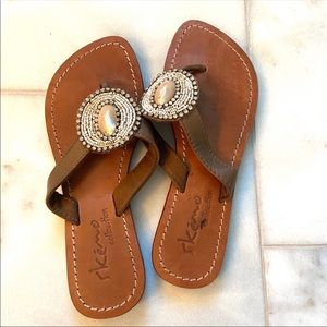 EUC Skemo  Collection Beaded w/ Crystal sandals